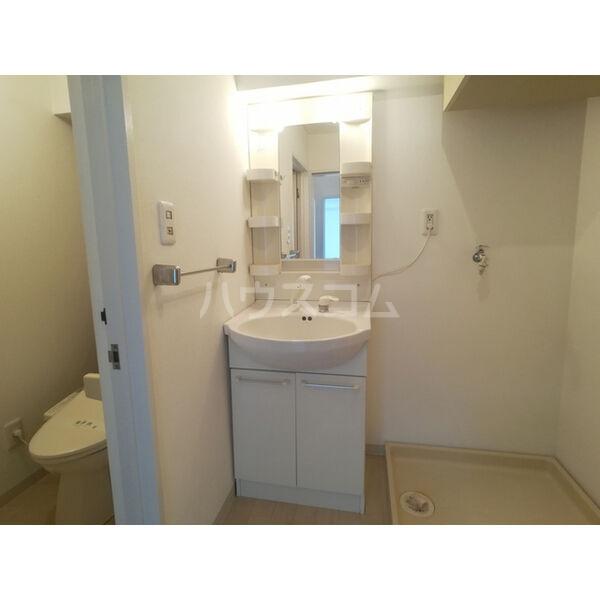 リバーサイド東信 302号室の洗面所