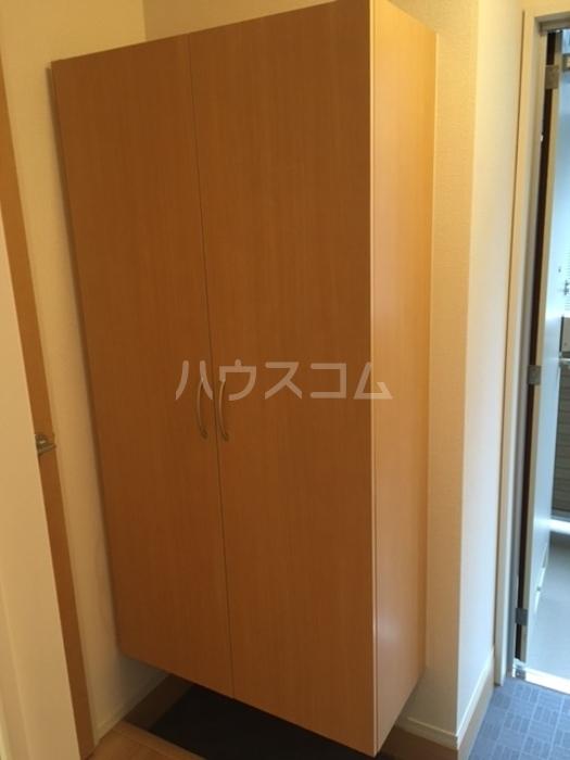 利根レジデンス 101号室の玄関