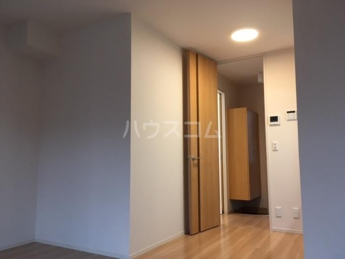 利根レジデンス 205号室の玄関