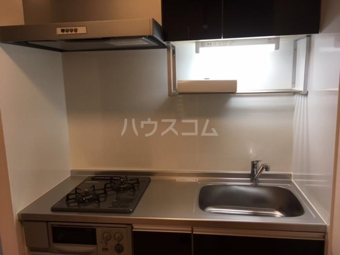 利根レジデンス 302号室のキッチン