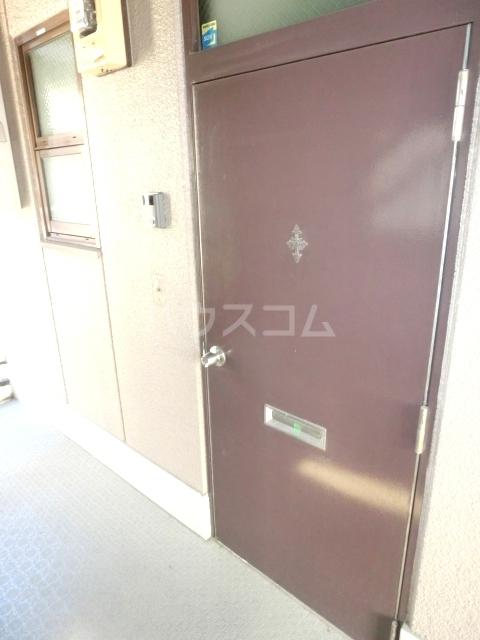 UBN 201号室の玄関