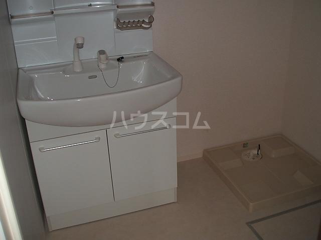 ポルト ボヌールD 102号室の洗面所