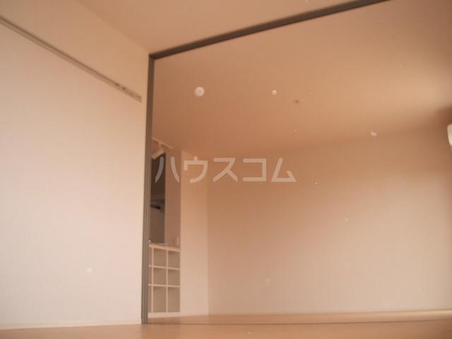 ポルト ボヌールD 102号室の居室