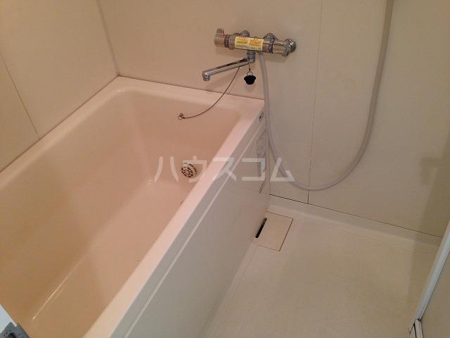 ベルデュール鷺沼 205号室の風呂