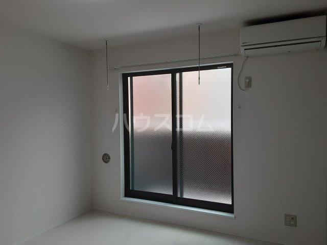 ヴェール・プランタン 306号室の玄関