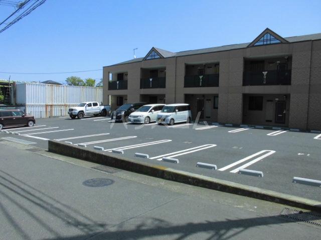 プルミエ 201号室の駐車場