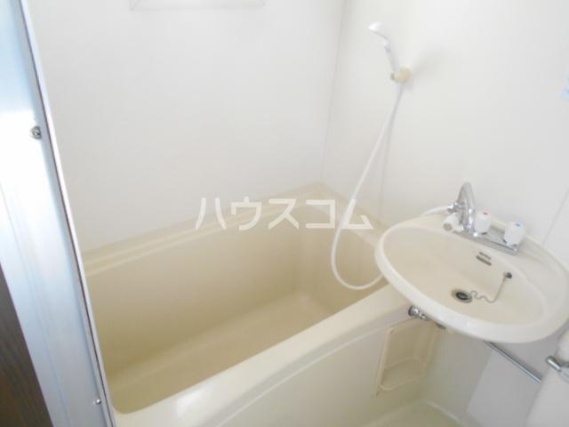 キャッスルT・W 103号室の風呂