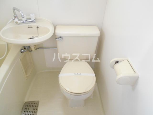 キャッスルT・W 103号室のトイレ