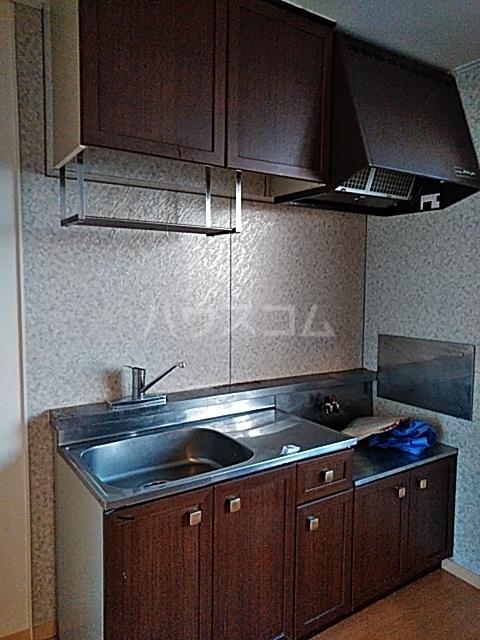 クレスト中山 102号室のキッチン