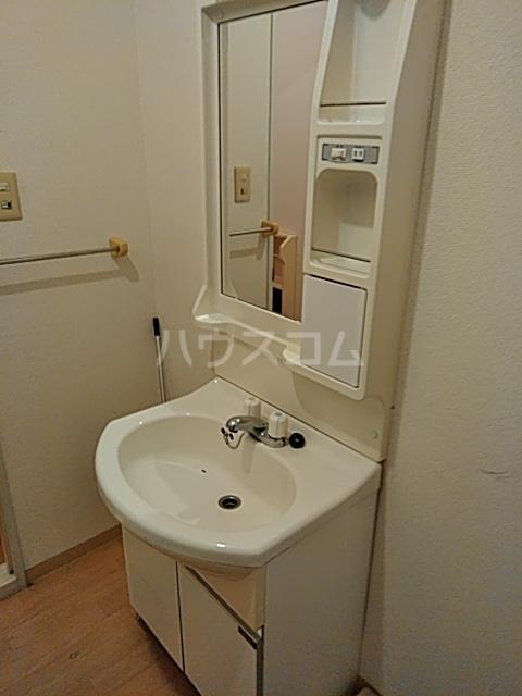 クレスト中山 102号室の洗面所
