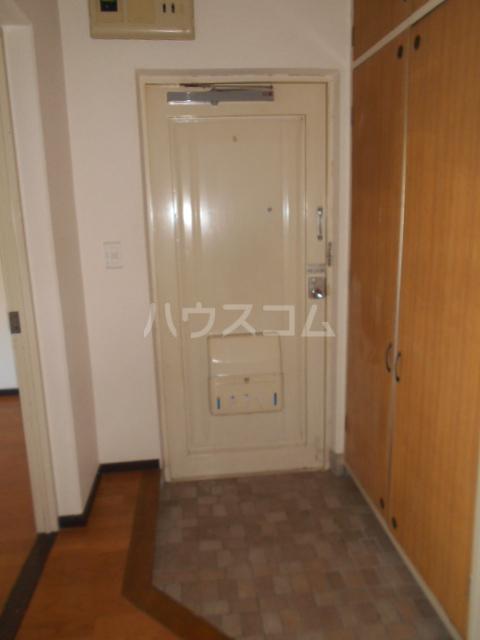 小川ハイツ 305号室の玄関