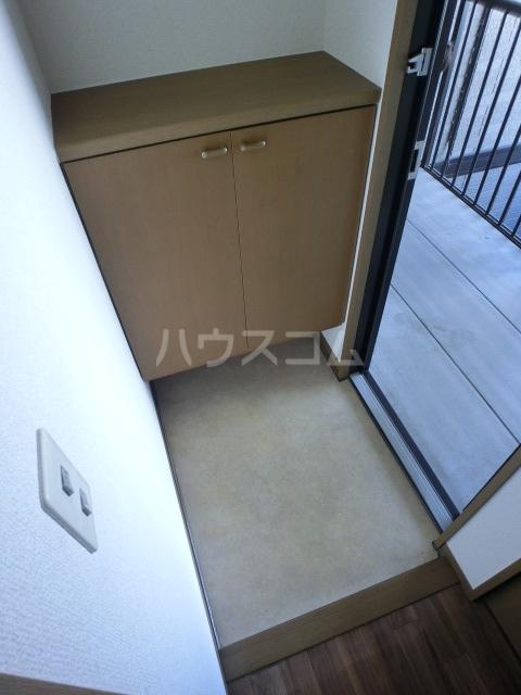 フルール 101号室の玄関