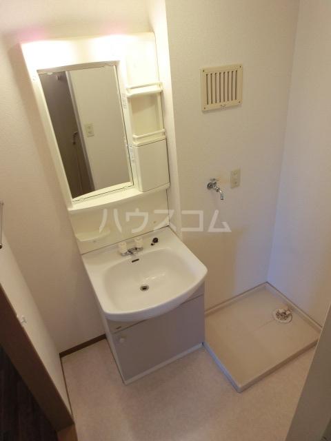 フルール 101号室の洗面所