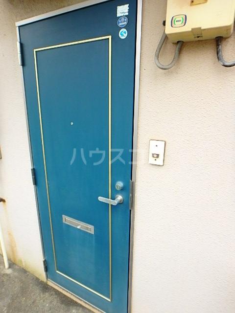 関川アパート A号室のロビー