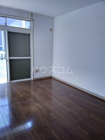 オレンジハウス森田壱番館 102号室のリビング