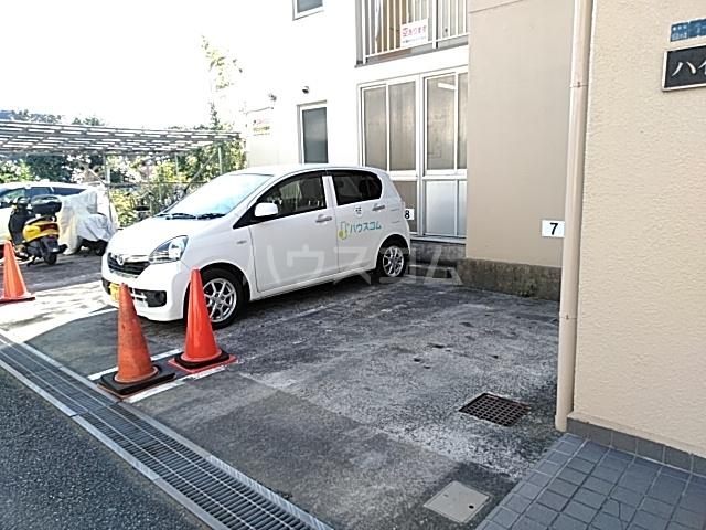 ハイツトーカンドー 102号室の駐車場