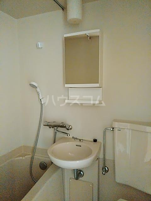 ハイツトーカンドー 102号室の洗面所