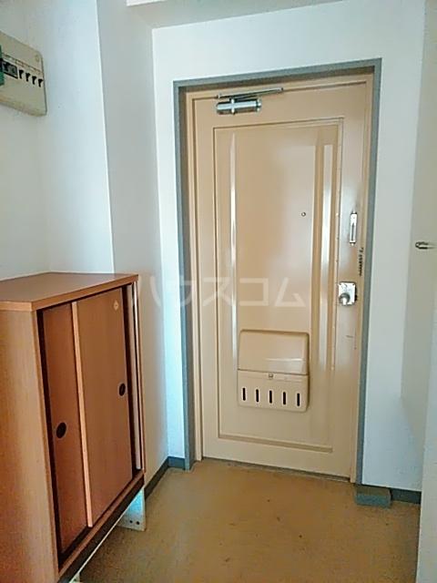 ハイツトーカンドー 102号室の玄関