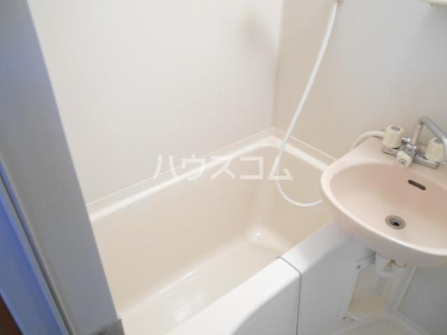 ベルシオン丸久B 202号室の風呂