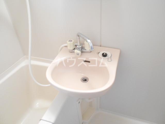 ベルシオン丸久B 202号室の洗面所