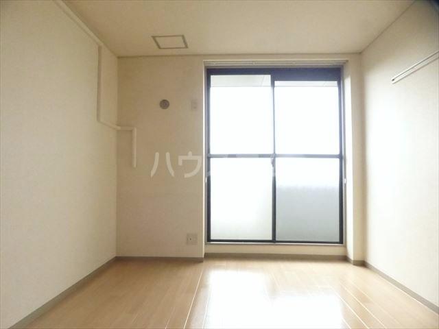 M.Sマンション 201号室のリビング