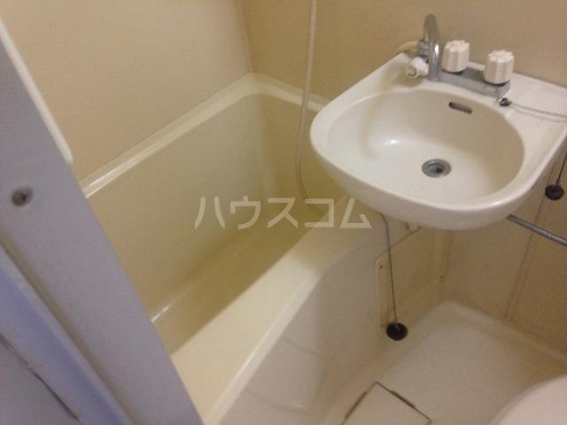 ドゥエルカネヒラ 305号室の風呂