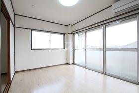 ローズマンション 303号室の居室