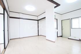 ローズマンション 303号室のリビング