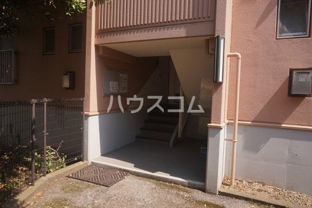 石井ラインマンション 402号室のエントランス