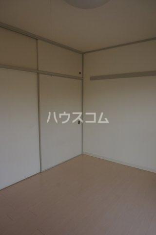 石井ラインマンション 402号室のリビング