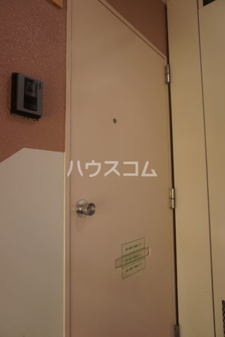 石井ラインマンション 402号室の玄関