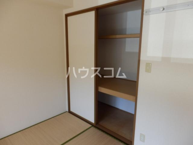 クレストヴィラ A棟 303号室の居室