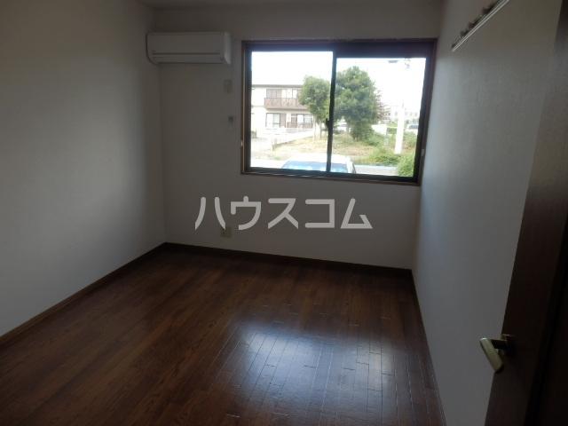 クレストヴィラ A棟 303号室のリビング