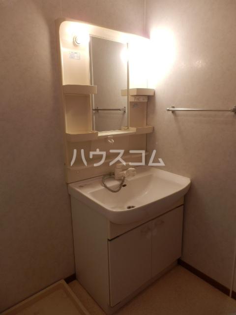 クレストヴィラ A棟 303号室の洗面所