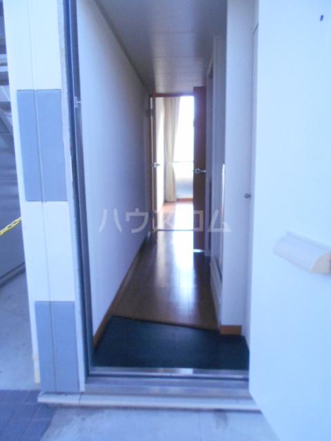 コーポSAGAN 105号室の玄関