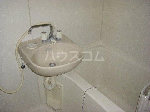 エステートピア相川 101号室の洗面所