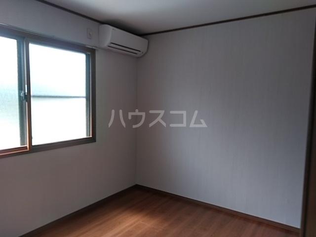 第五稲荷荘 203号室のリビング