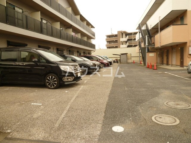 メイプル1 205号室の駐車場