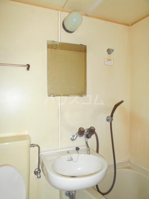 長秀ビル 202号室の洗面所