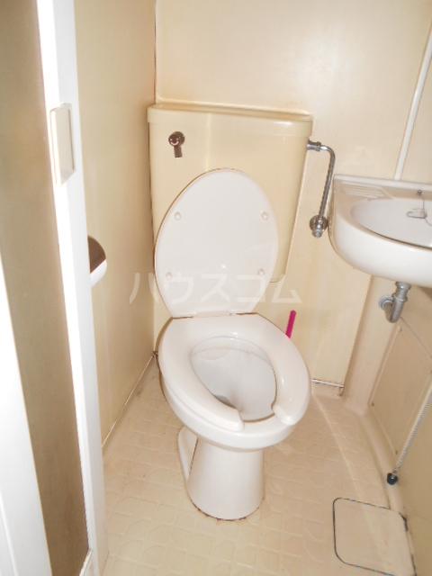 長秀ビル 202号室のトイレ