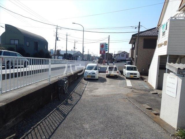 サンシャトー姫宮 108号室の駐車場