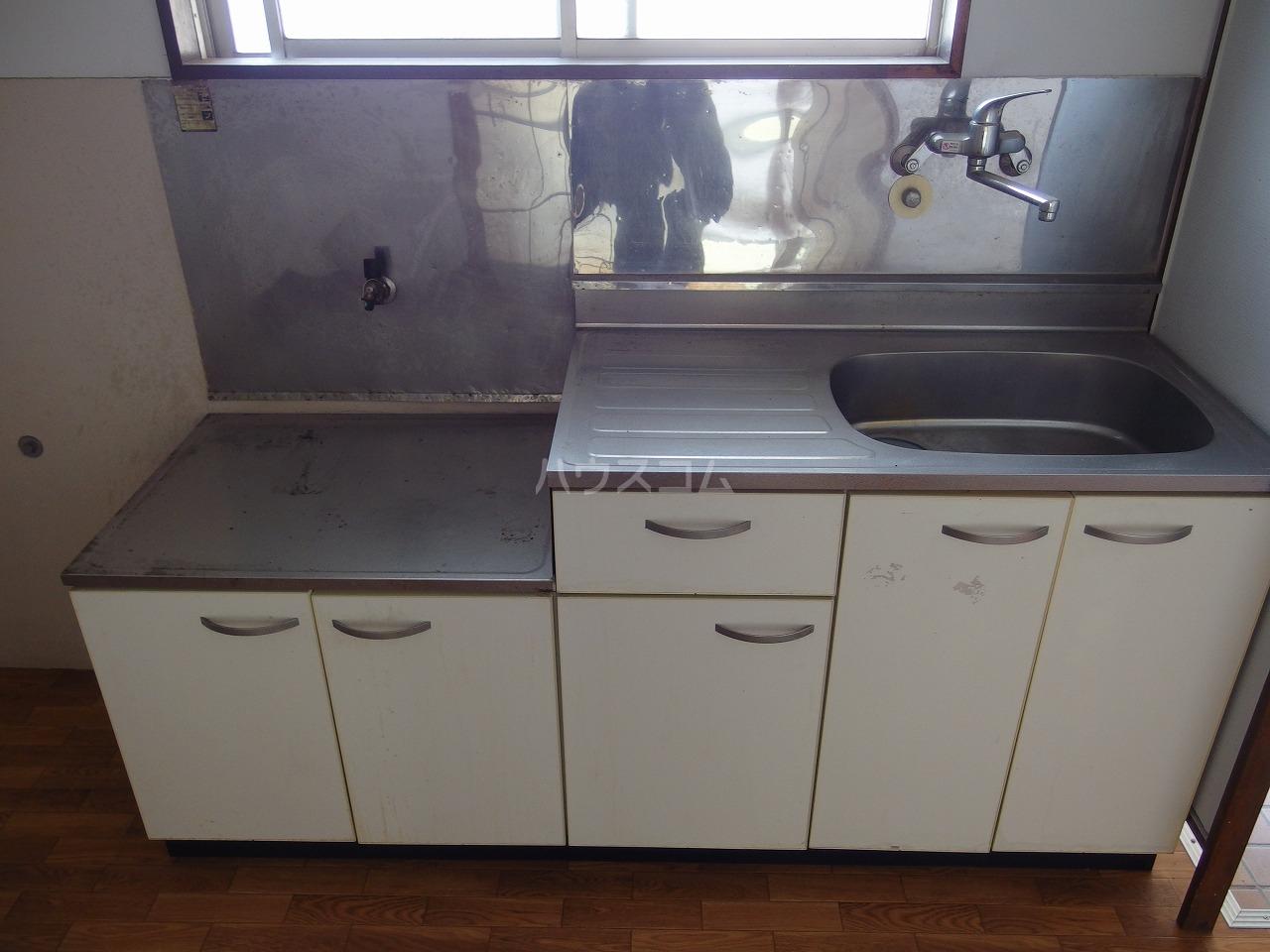 英進ハイツ 105号室のキッチン