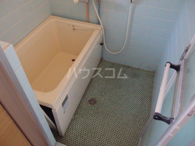 英進ハイツ 107号室の風呂