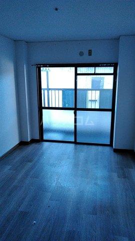 第3カーサ円正 3B号室の居室