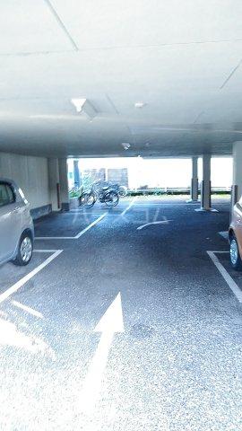 第3カーサ円正 3B号室の駐車場