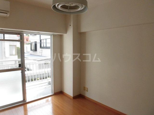 メゾンドールミタカ 211号室の居室