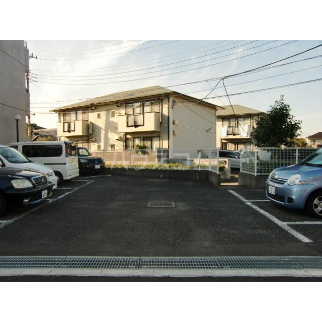 サウスフラット 103号室の駐車場
