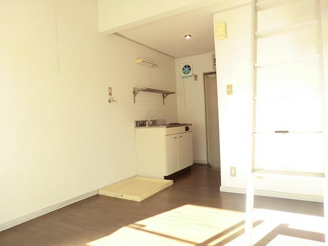 コーポ青木第2 201号室のリビング