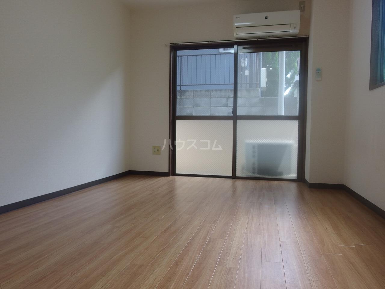 コートニュータウン 105号室の居室