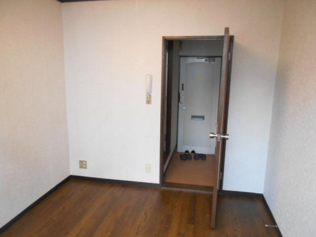 サンライズ桜ヶ丘 102号室のリビング